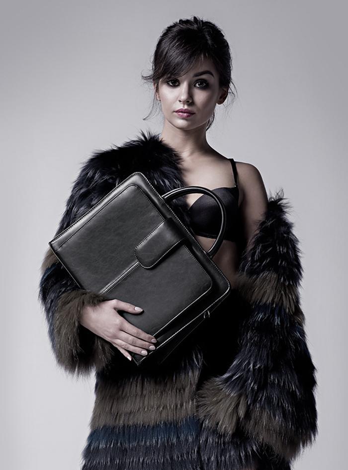 Kobieta z torbą